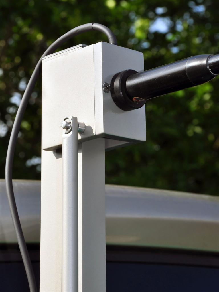 Robomast powered mobile antenna mount